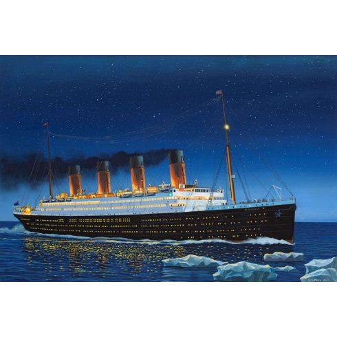 Revell R.M.S. Titanic hajó makett 5210