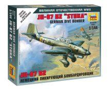 """German Dive Bomber Ju-87 B2 """"Stuka"""" katonai repülő makett Zvezda 6123"""