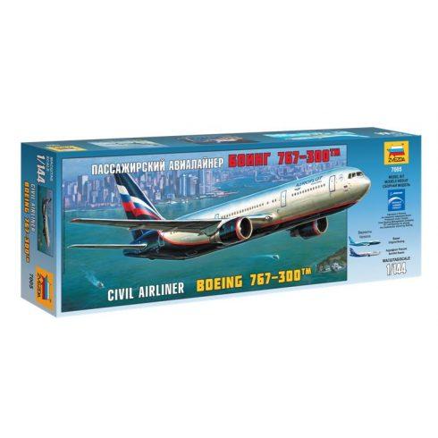 BOEING 767-300 polgári repülő makett Zvezda 7005