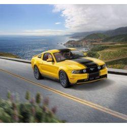 REVELL 2010 Ford Mustang GT autó makett 7046