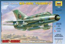 MiG-21bis Soviet Fighter katonai repülő makett Zvezda 7259