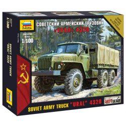 "Soviet army truck ""Ural"" 4320 katonai jármű makett Zvezda 7417"